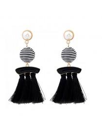 Boucles d'oreilles pompon perle et boule, noir