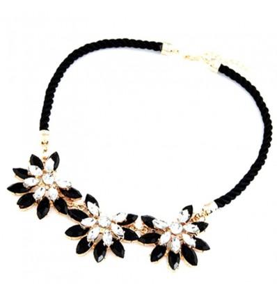 Collier plastron fleurs noir